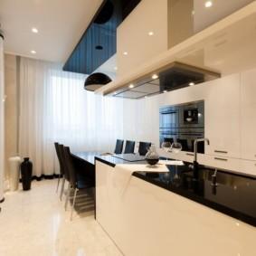 Светлые занавески в современной кухни