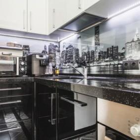 Фотопечать на кухонном фартуке из стекла