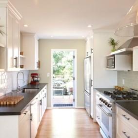 Параллельная планировка кухни в частном доме