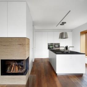 Угловой камин в интерьере кухни