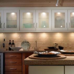 Подсветка кухонных шкафов точечными светильниками