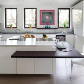 Подвесная столешница на кухонном острове