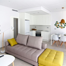 Иодульный диван в кухне-гостиной