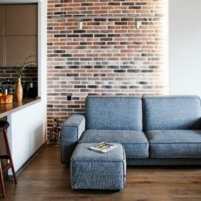 Кухонный диван на ламинированном полу