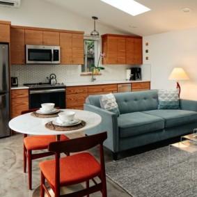 Красные сидения кухонных стульев
