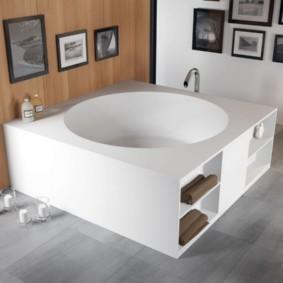 Ванна с полочками из искусственного мрамора