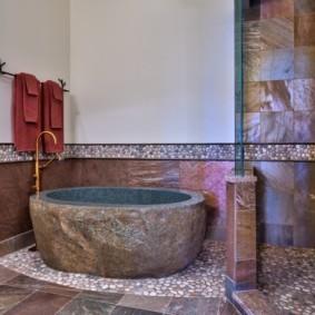 Природный камень в интерьере ванной