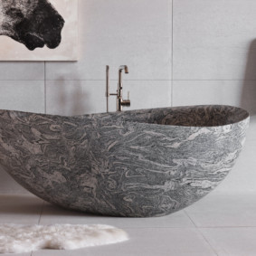 Уникальный рисунок на ванне из натурального камня