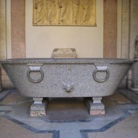 Гранитная ванна на металлических ножках