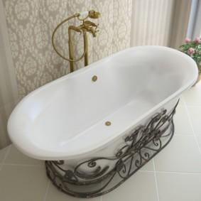 Кованый декор в ванной комнате