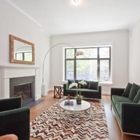 Оформление интерьера гостиной без штор на окнах