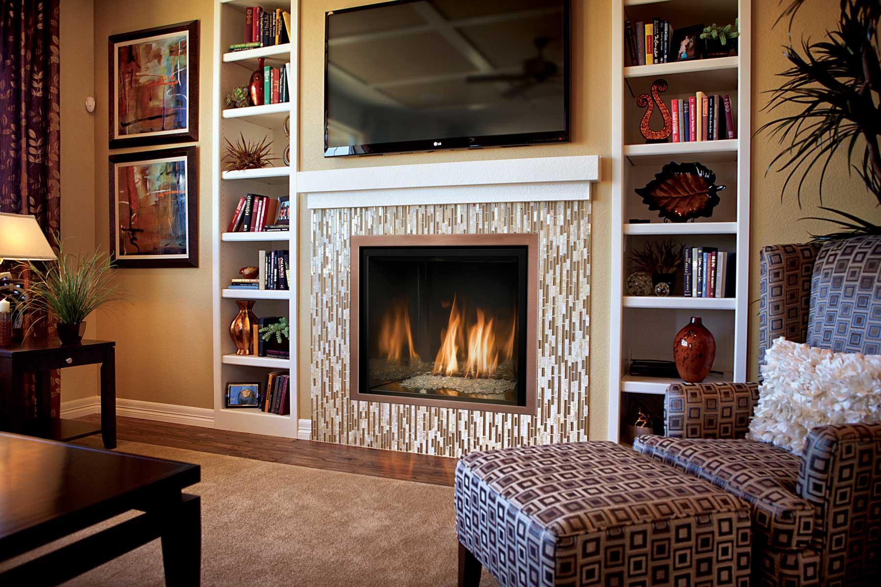 Дизайн комнаты с искусственным камином фото