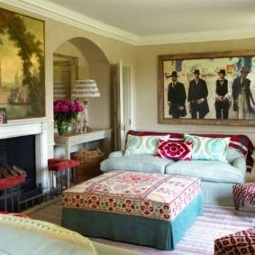 Декор картинами интерьера гостиной