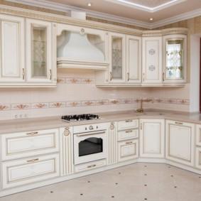 Г-образный гарнитур для классической кухни