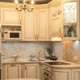 Классическая кухня с филенчатыми фасадами