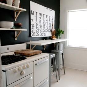 Светлая кухня с белой мебелью