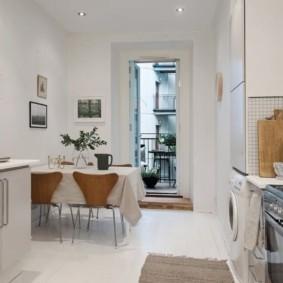 Белая кухня со стиральной машинкой