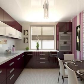 Дизайн кухни со шкафами под подоконником