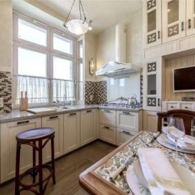 Декор кухонного окна без занавесок