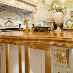Кухонный остров в классическом стиле