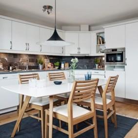 Кухонные стулья из натурального дерева