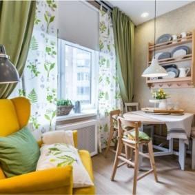 Желтый диван в интерьере кухни