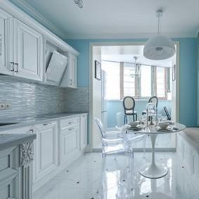 Глянцевая поверхность кухонного пола