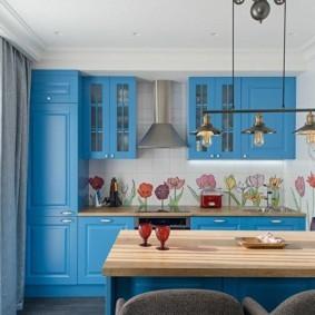 Голубые фасады кухонного гарнитура