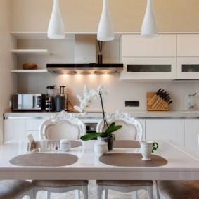 Кухонные стулья с резными спинками