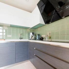 Современная кухня с гладкими фасадами