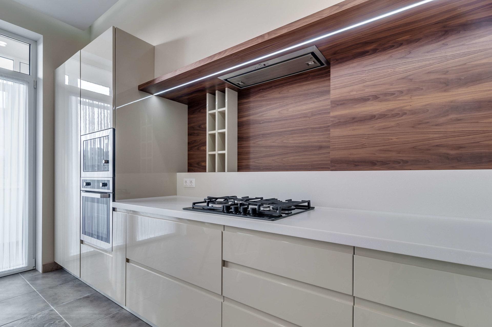 Фото фасадов кухни с встроенными ручками