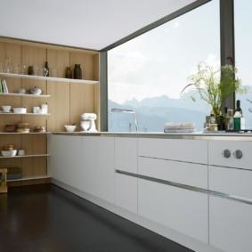 Просторная кухня с панорамным окном