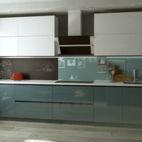 Стильная кухня с фасадами без ручек