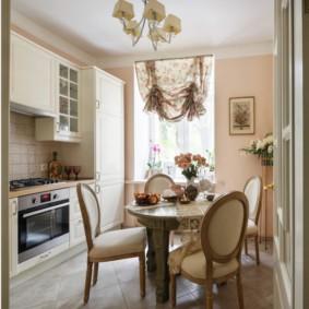 Овальные спинки кухонных стульев