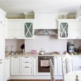 Однотонный кухонный фартук из стекла