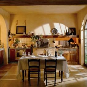 Арки в интерьере дачной кухни