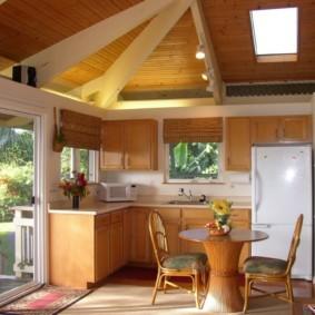 Летняя кухня с раздвижными дверями
