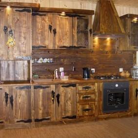 Линейная кухня из массива дерева