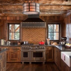 Стильная кухня в деревенском доме