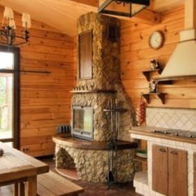 Печь-камин в кухне загородного дома