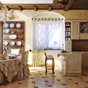 Кухонная посуда на полках открытого комода