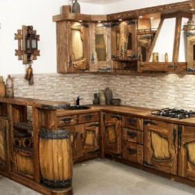 Кухонный гарнитур с барной стойкой под старину