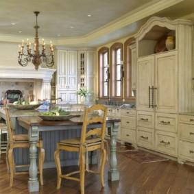 Кухонные стулья с фигурными ножками