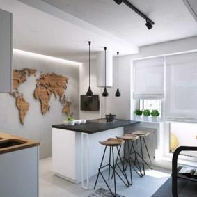 Панно из фанеры в виде карты мира