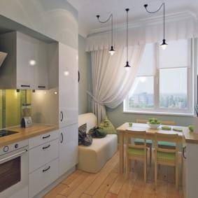 Обеденная зона перед кухонным окном