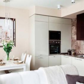 Белая обивка кухонного дивана