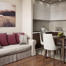 Светло-серый чехол на кухонном диване