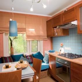 Кухонный стол квадратной формы
