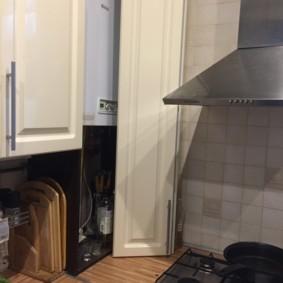Пример маскировки газовой колонки внутри кухонной мебели