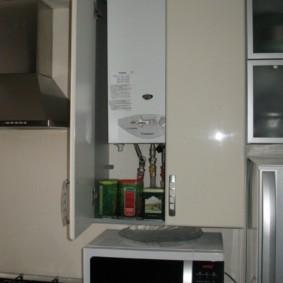 Микроволновая печь под газовой колонкой